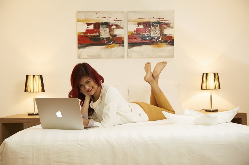 image victoria-with-computer-on-bed-2-jpg