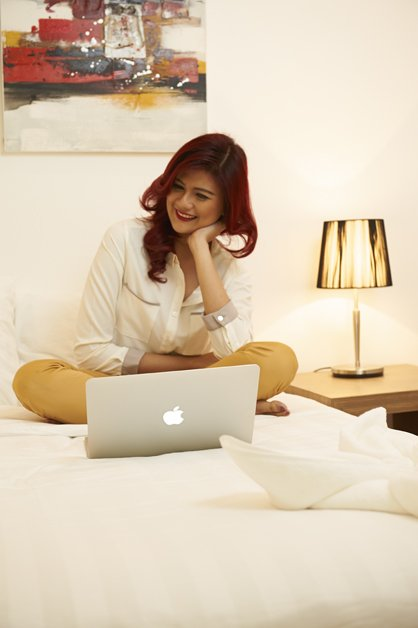 image victoria-with-computer-on-bed-3-jpg